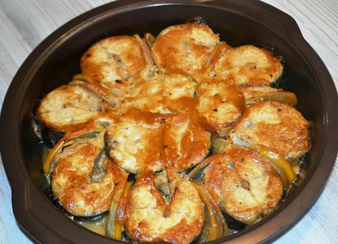 Найкращий рецепт приготування смачної скумбрії! Рецепт неймовірно простий і легкий, думаю вам теж сподобається, спробуйте приготувати!