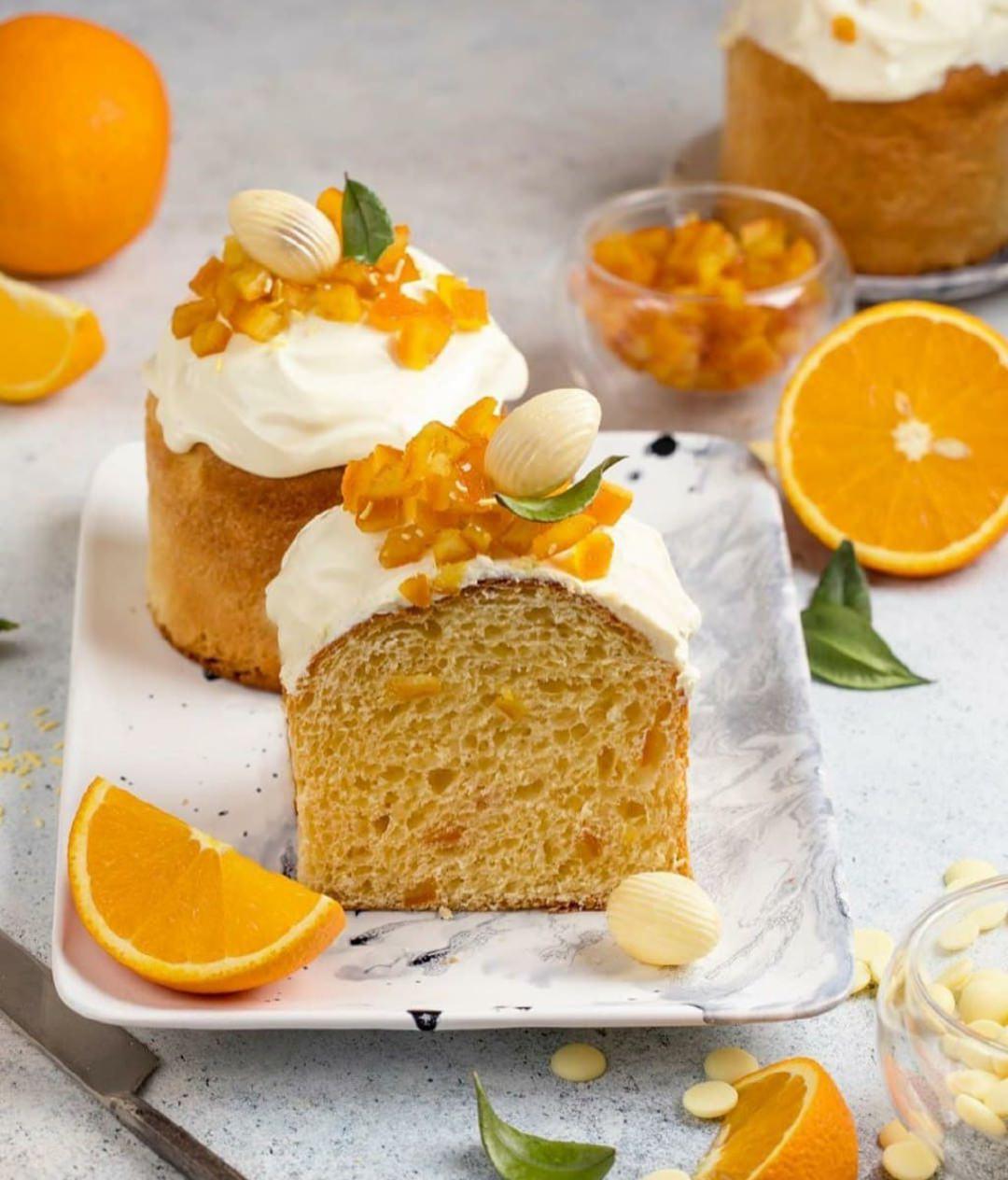 Апельсиновый Кулич с апельсиновыми цукатами и глазурью с белым шоколадом.
