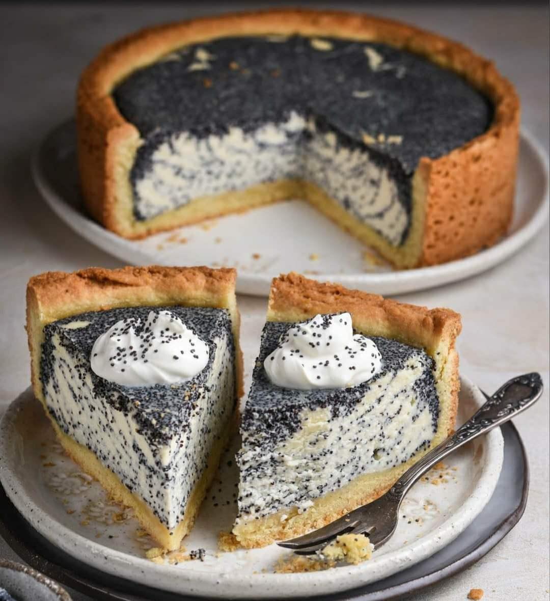 Дуже смачний і ніжний пиріг з Сирно-Маковою начинкою. Ідеальний десерт до чаю