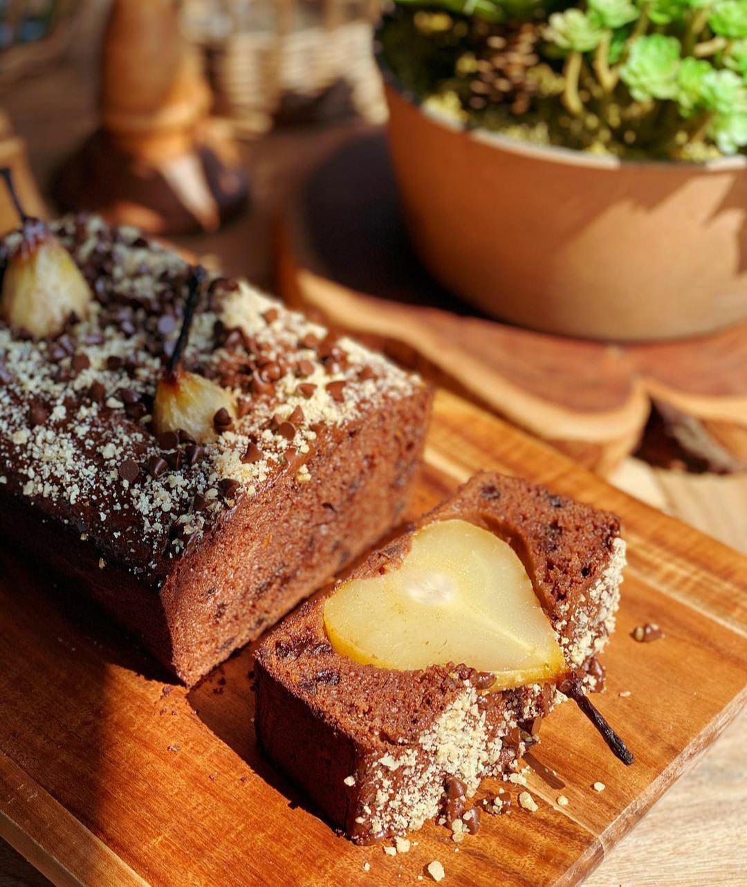 Супер шоколадний кекс з грушами. Покроковий рецепт приготування