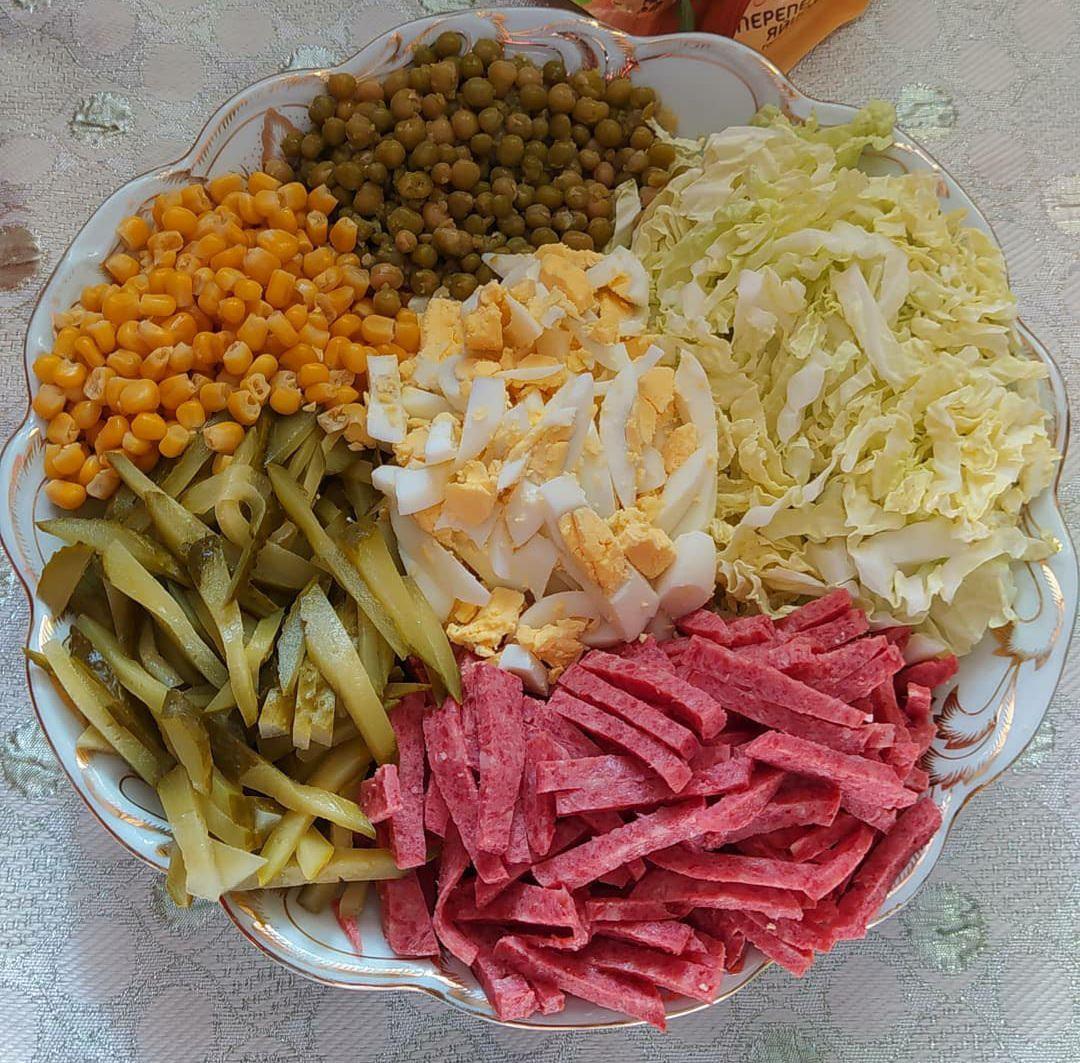 Збірка нереально смачних та простих салатів до святкового столу. З майонезом і без!
