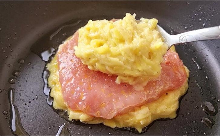Готуємо м'ясо між шарами пюре. Гарнір і головна страва на одній тарілці