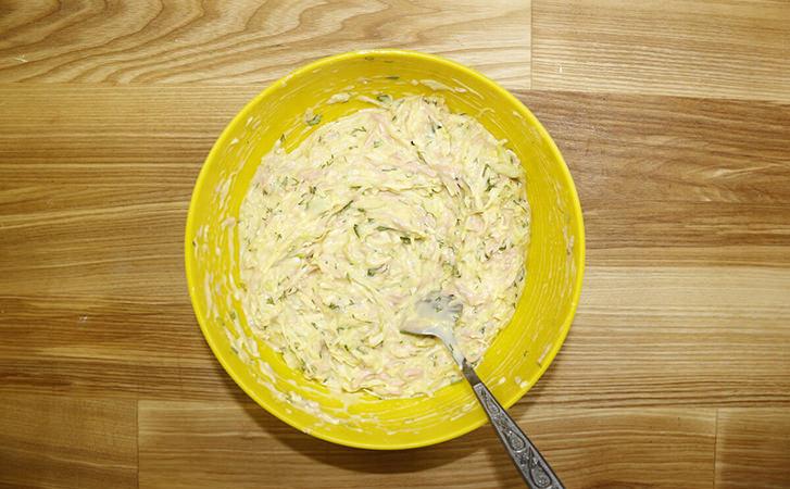 Котлети з капусти мало хто любить, але варто додати 50 грамів шинки і капуста стає хітом