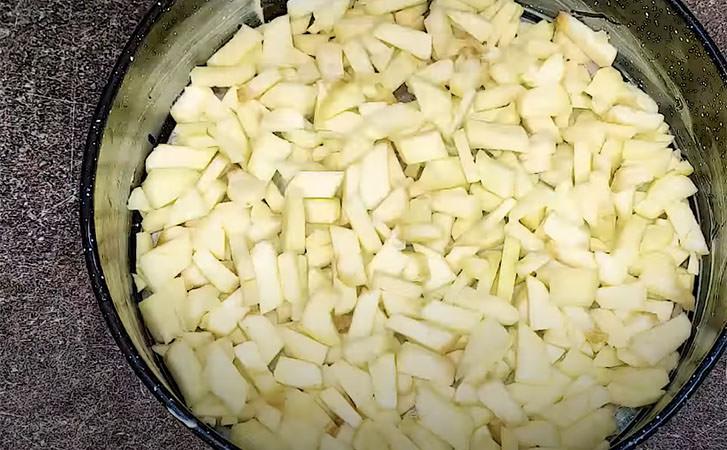 Взяли 3 яблука і за 30 хвилин печемо заливний пиріг немов з суцільного крему