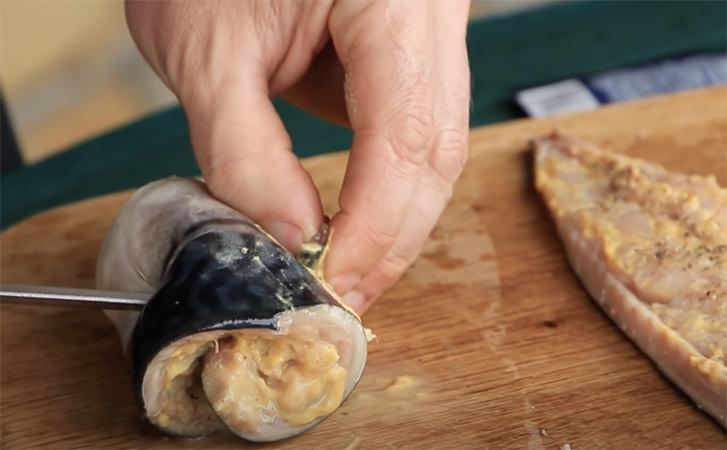 Скумбрія на вугіллі на заміну шашлику: готується просто, а виходить соковито