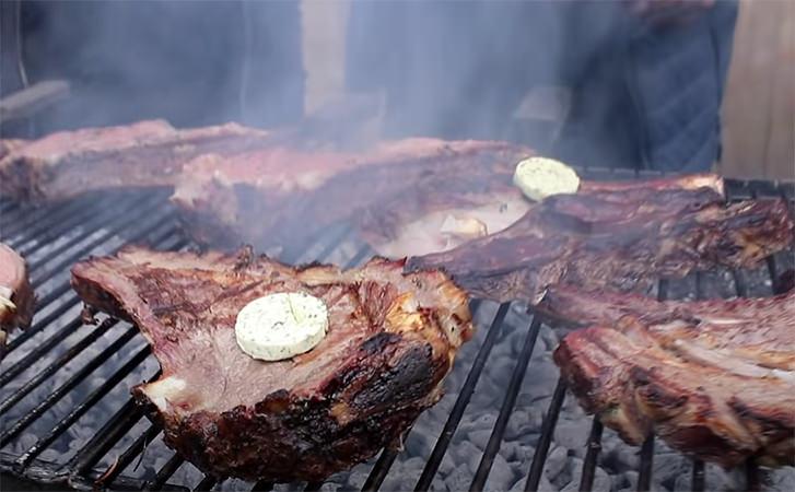 Як готують соковитий шашлик в Вірменії. Маринад, підготовка м'яса і смаження