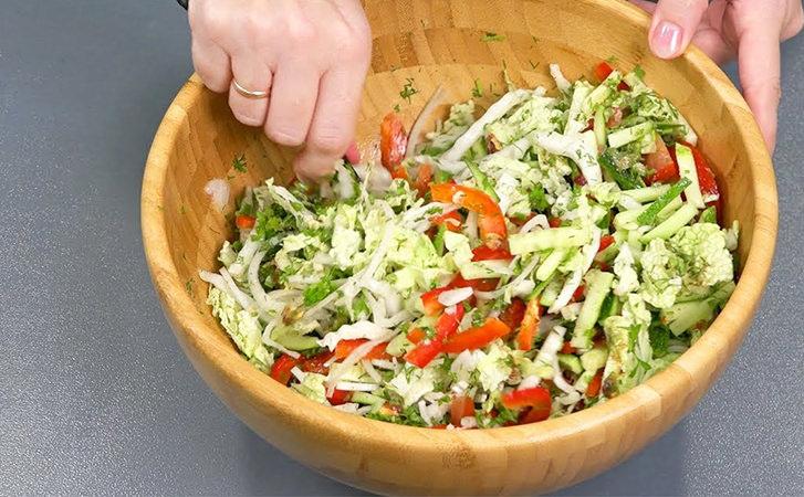 Моментальний салат з помідорів на кожен день: готуємо весь тиждень і не набридає