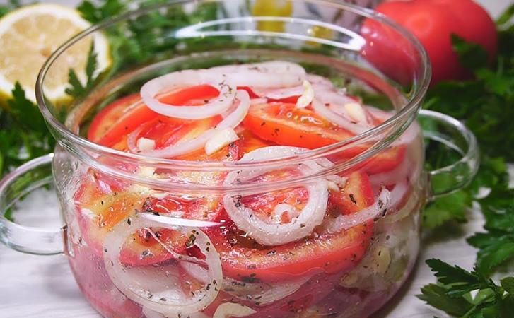 Закуска з помідорів і цибулі на заміну набридливому салату. Закладаємо в банку і чекаємо