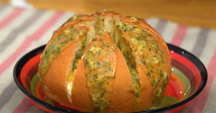Перетворюємо булки з магазину в ресторанний часниковий хліб. Готується рівно 10 хвилин