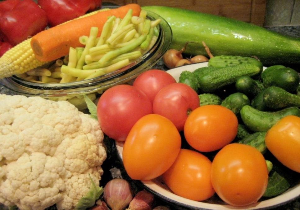 Мариновані овочі з огірками: смачний рецепт на зиму