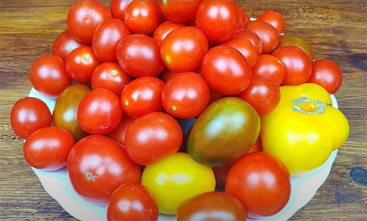 Заморожуємо помідори на всю зиму. Зберігаються в пакеті і не деформуються