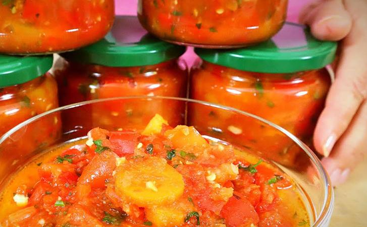 Овочевий мисливський салат, як роблять балканці. Взимку він замінює лечо, а ще можна їсти як соус