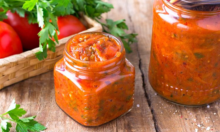 Варимо за 45 хвилин томатний соус на зиму і на зараз. Підходять м'яті та побиті помідори: все одно буде смачно