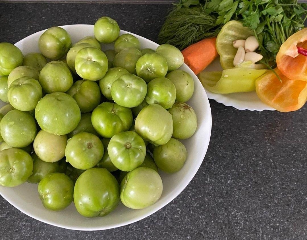 Зелені помідори у смачному маринаді на зиму. Рецепт Вам сподобається!